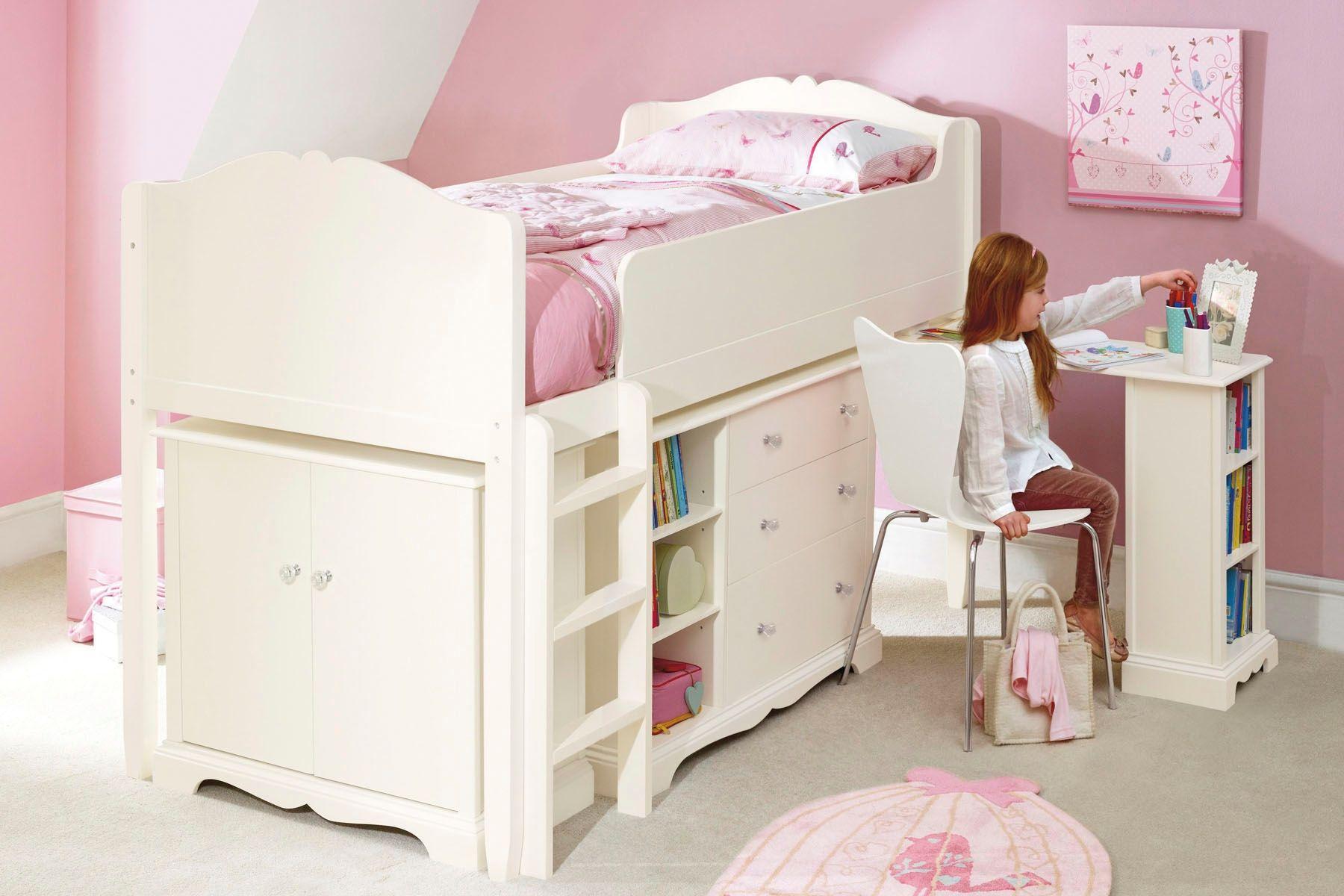 Кремовая кровать-чердак в детской для девочки