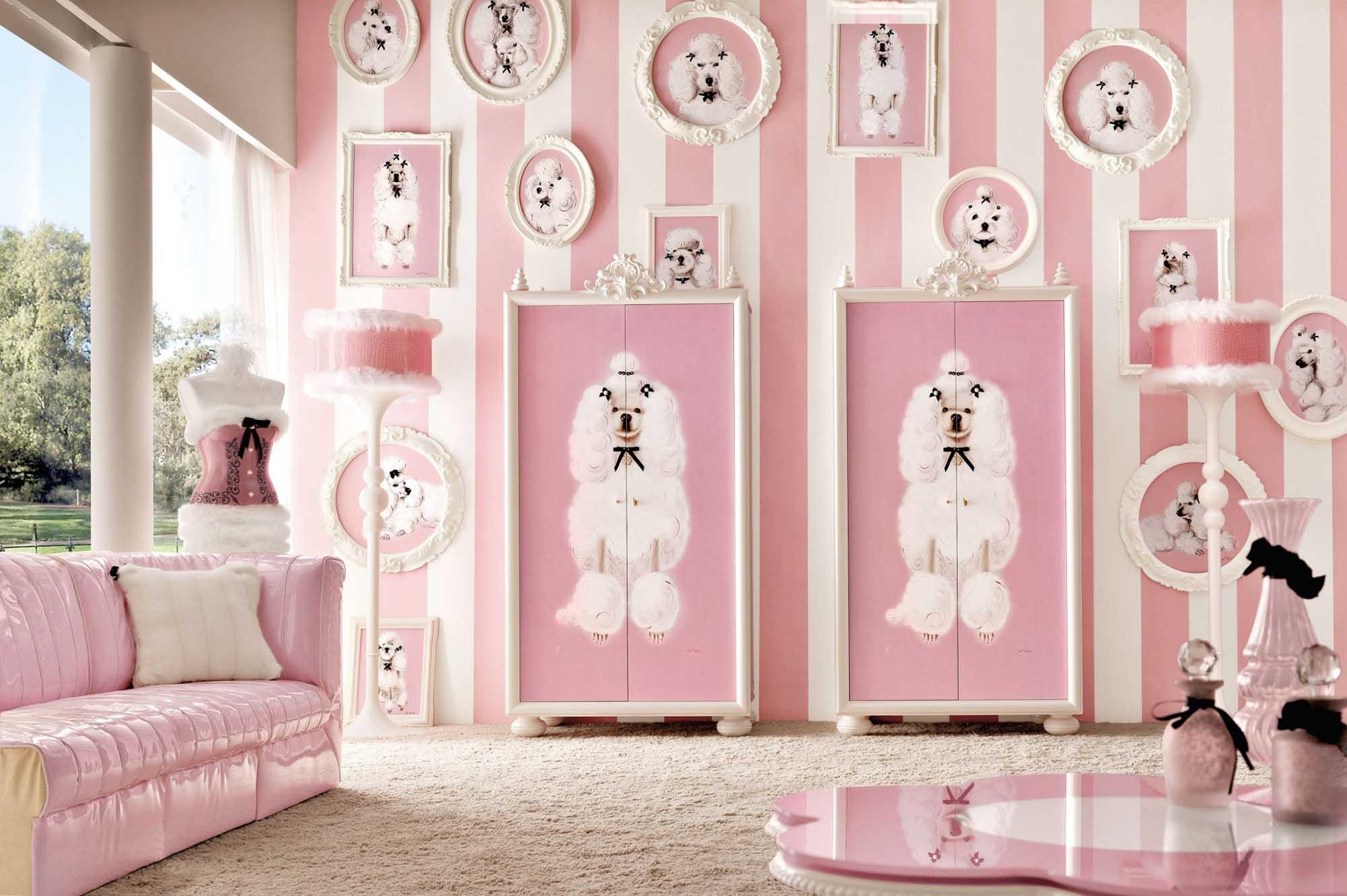 Бело-розовая мебель и декор в детской