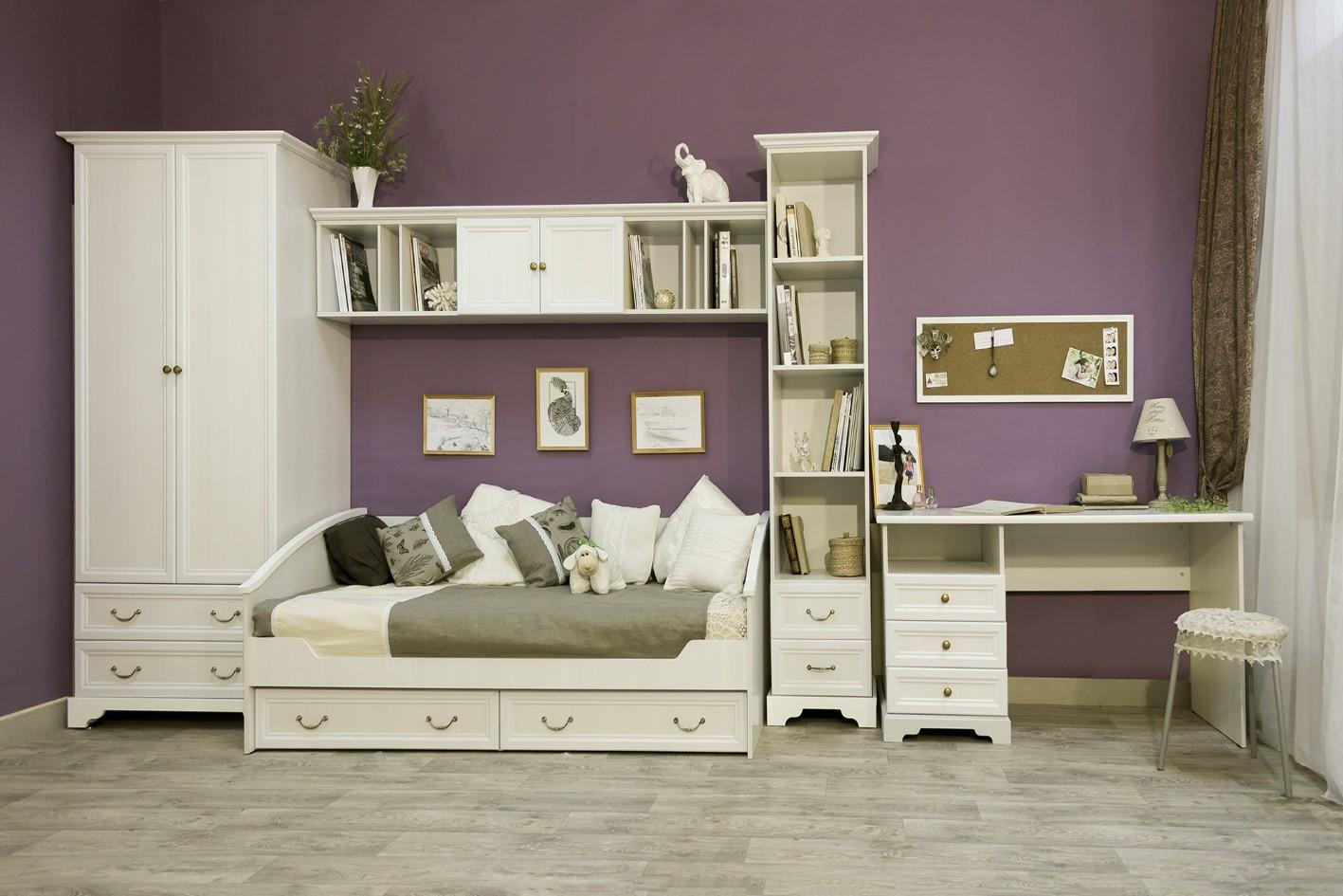 Белая модульная мебель в детской для девочки