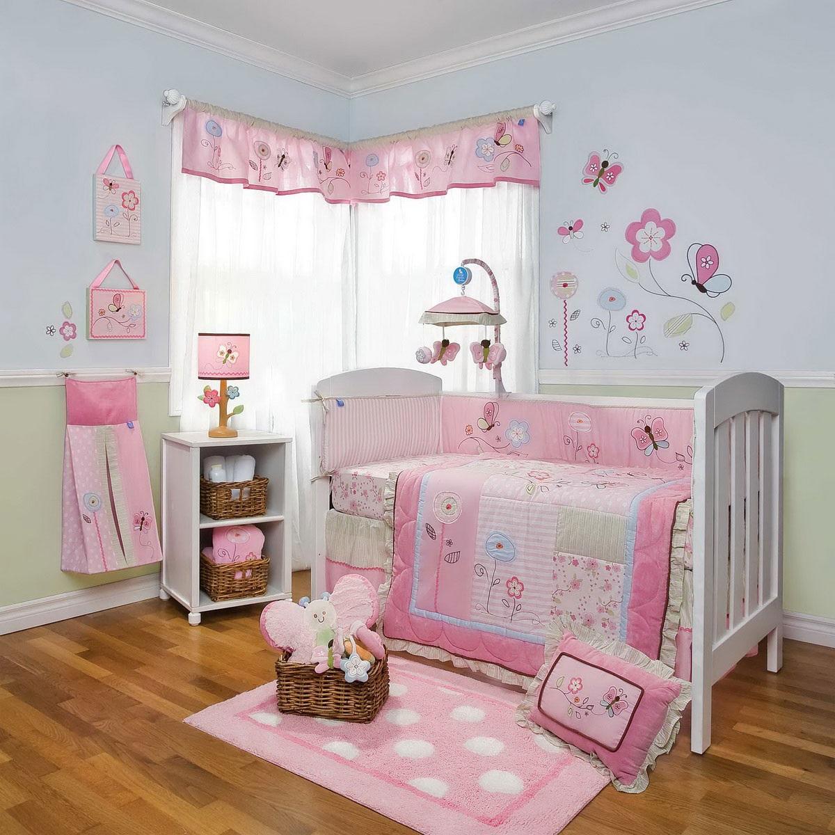Мебель в комнате для новорожденной девочки