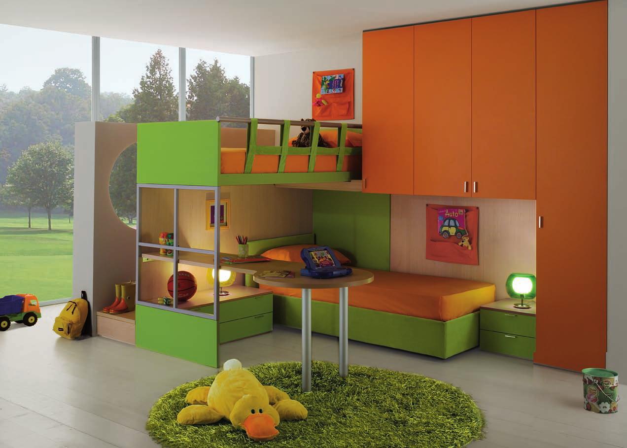 Оранжево-зеленая мебель в детской мальчика