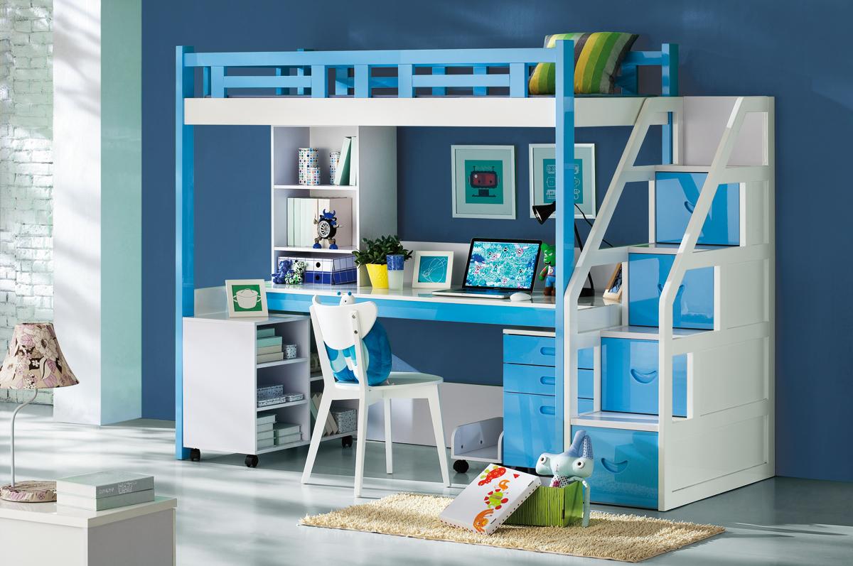 Бело-голубая кровать-чердак с рабочим местом для школьника