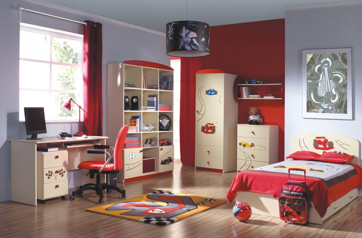 Красно-бежевая мебель в комнате мальчика