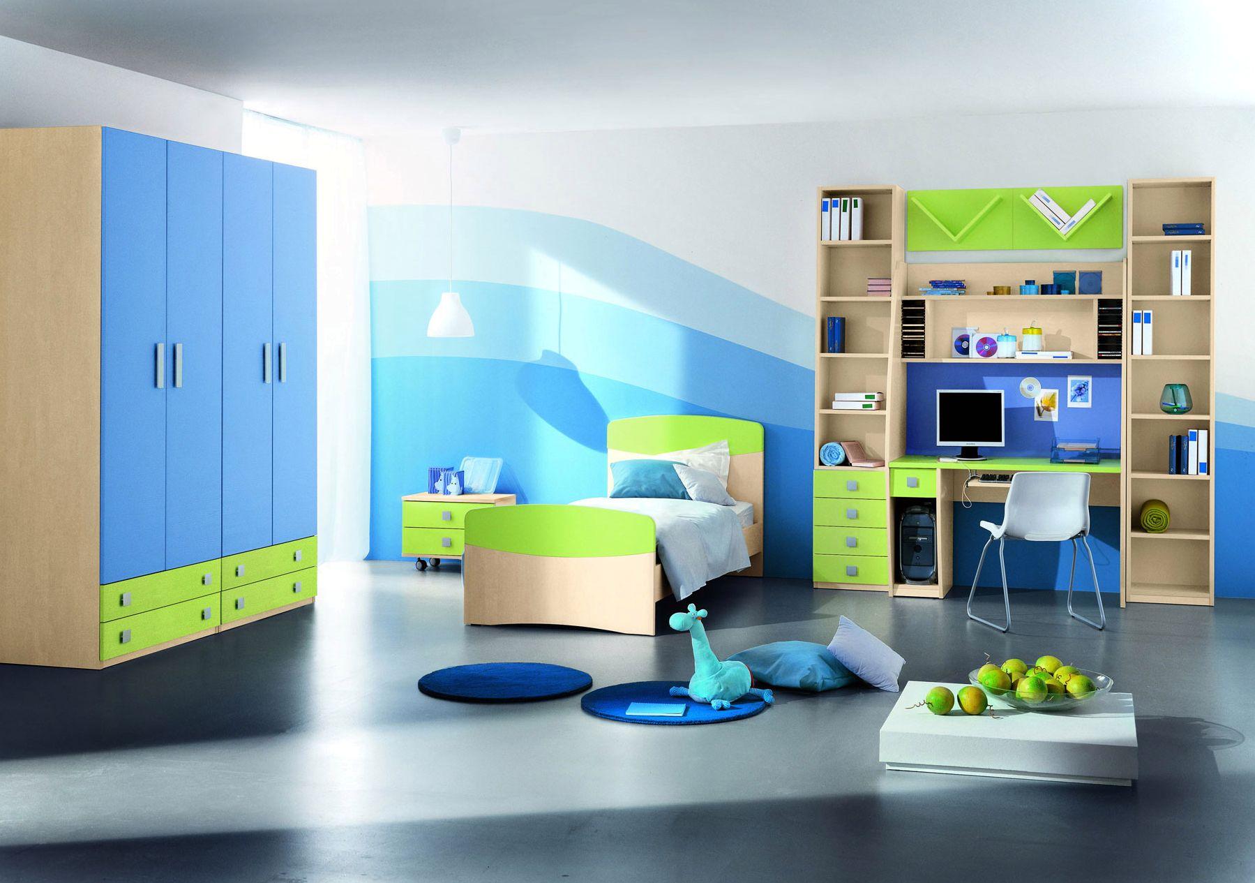 Бежево-сине-зеленая мебель в детской комнате для мальчика