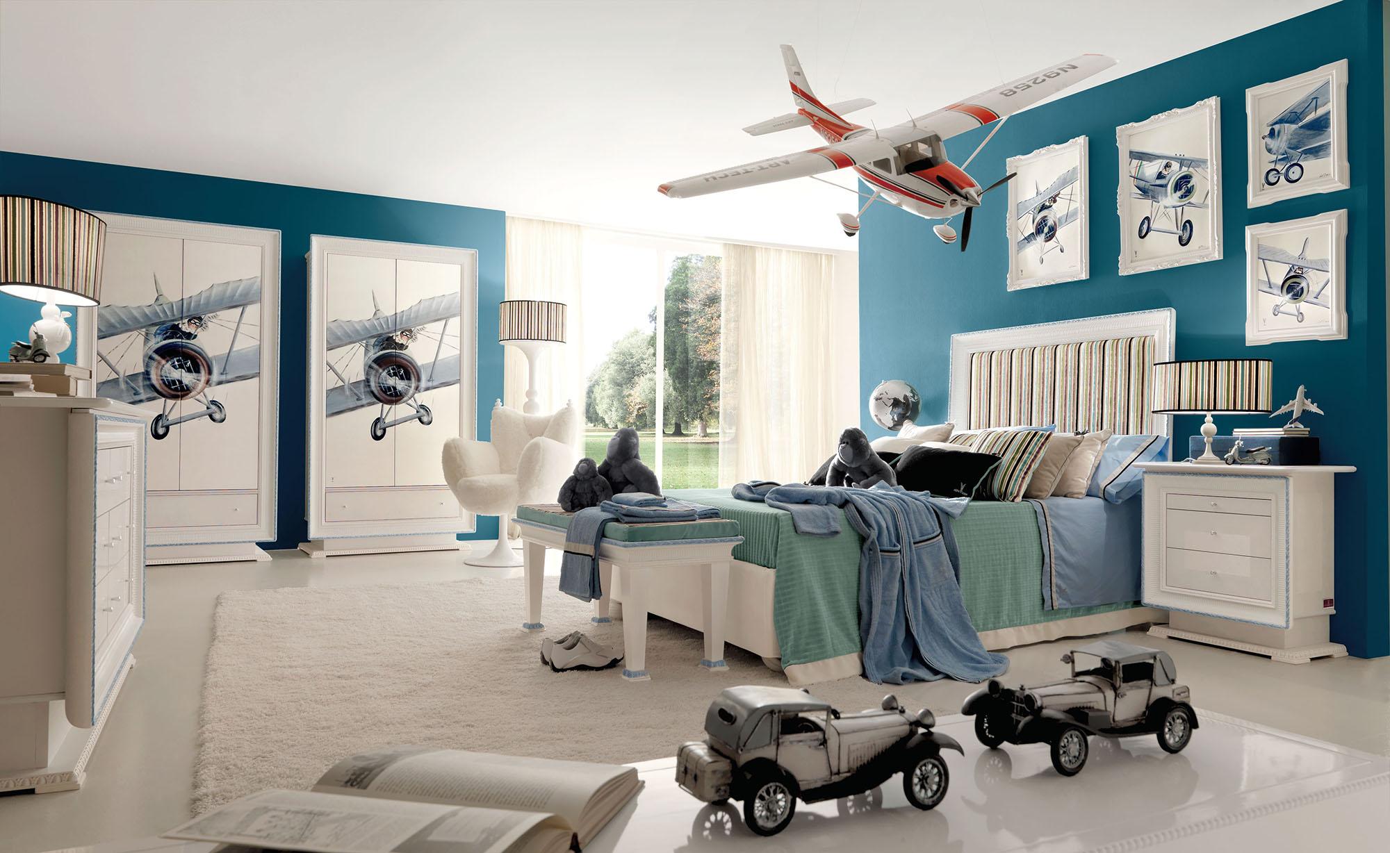 Мебель в детской комнате с самолетами для мальчика
