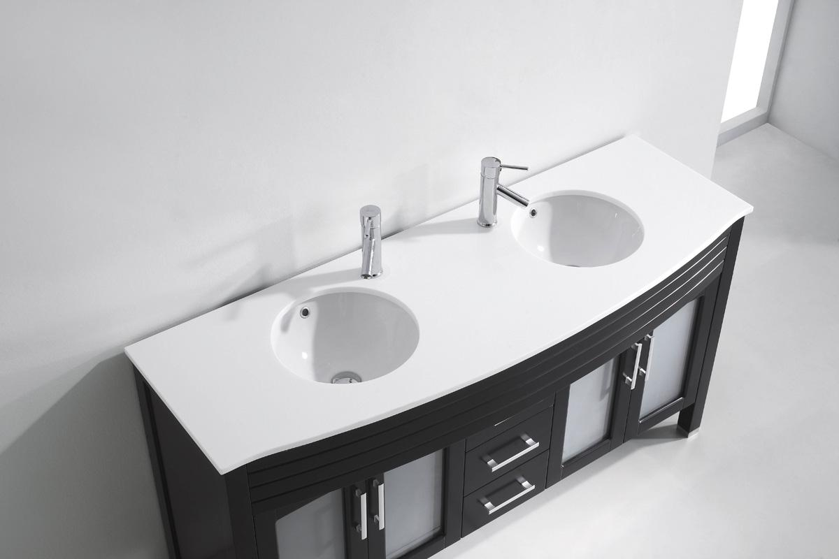 Двойная раковина в интерьере ванной