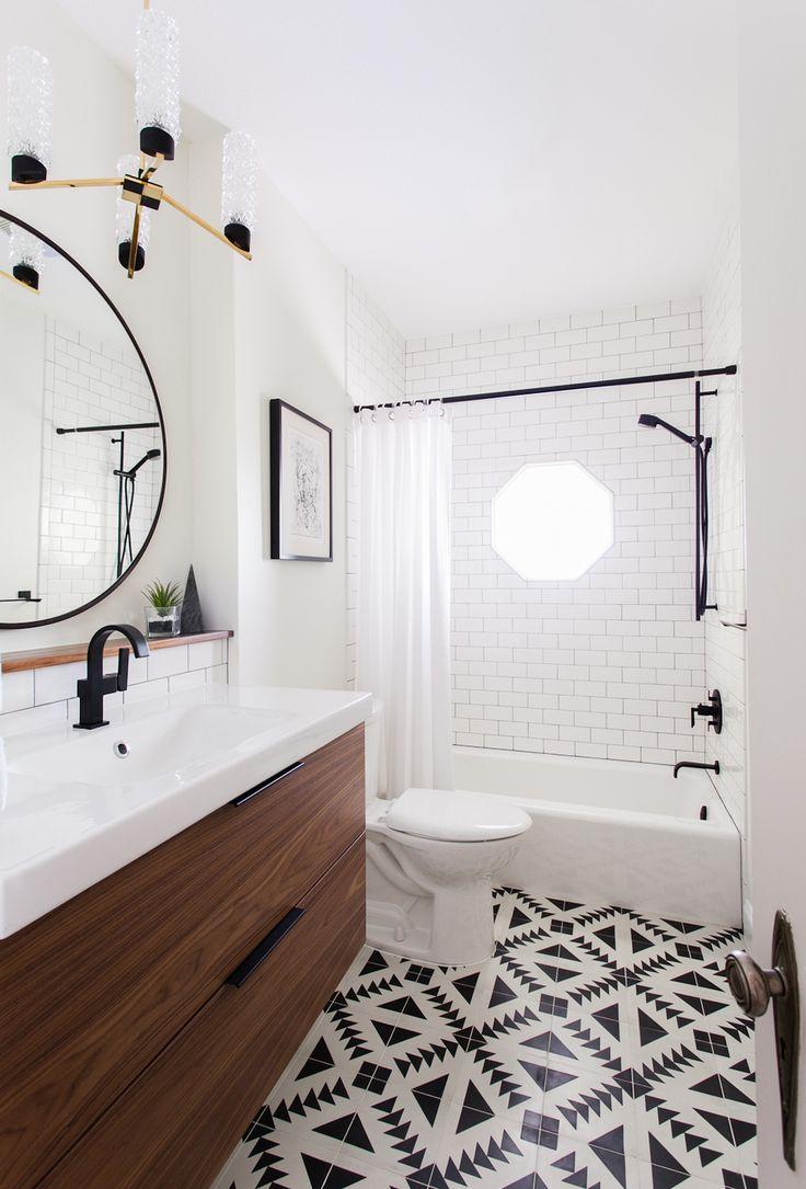 Ванная 9 кв. м в монохромном дизайне