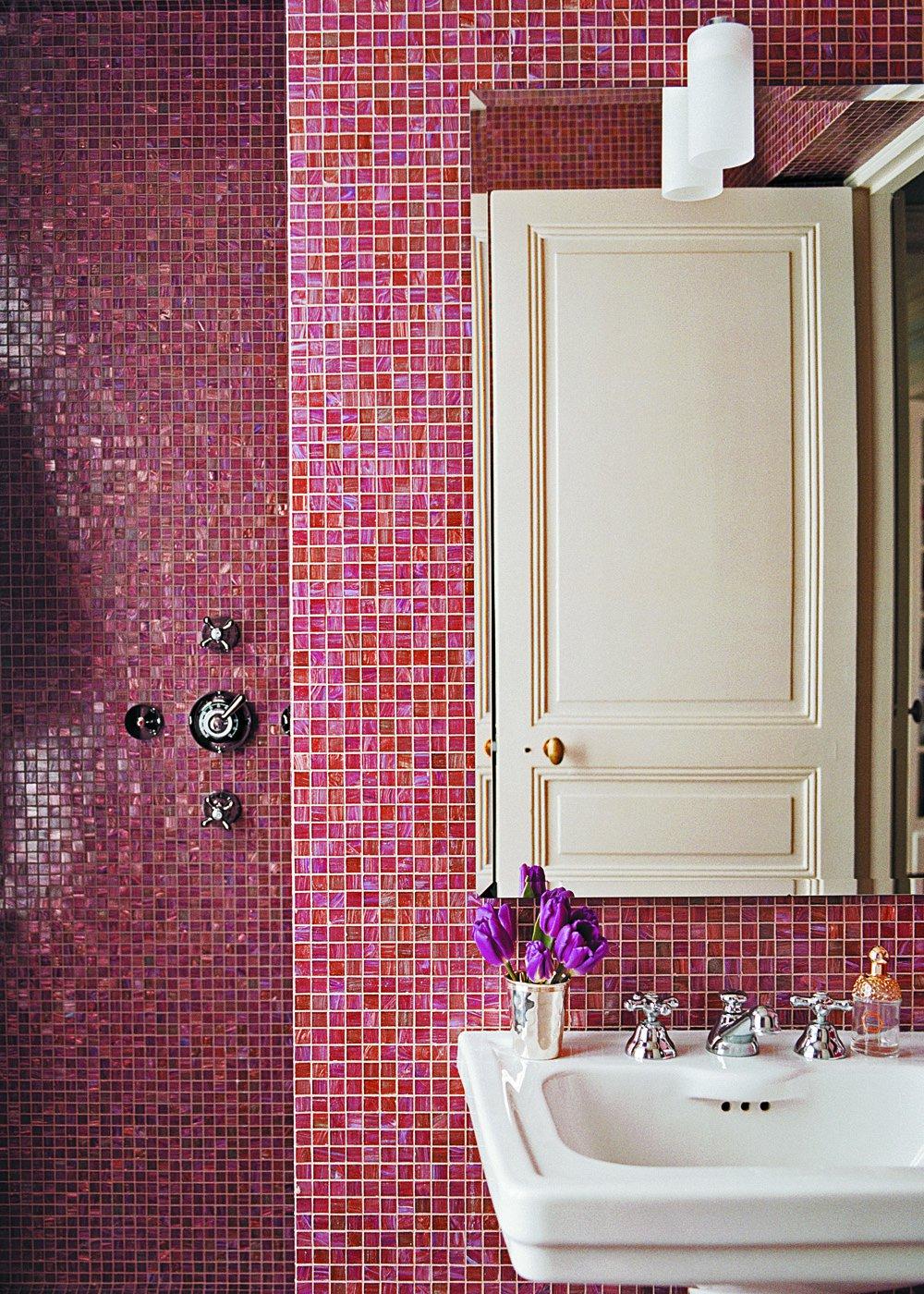 Ванная 9 кв. м с розовой мозаикой
