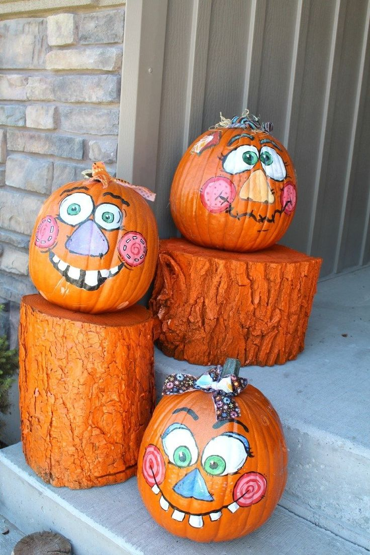 Нарисованные лица на тыкве на хэллоуин