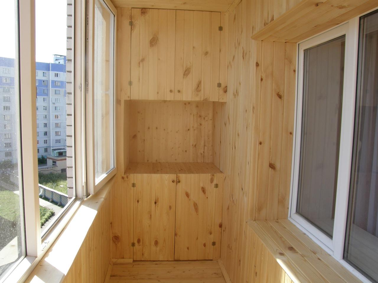 Вагонка из дерева на балконе
