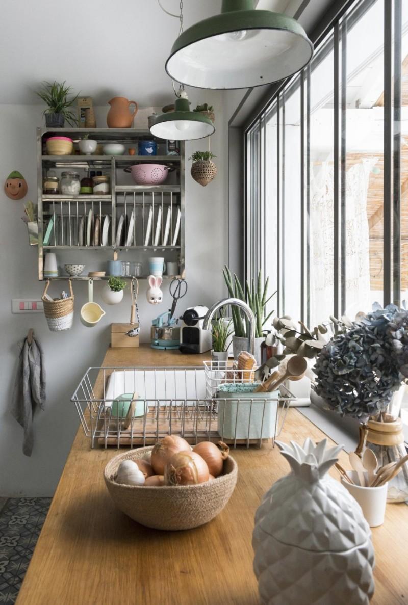 Кухня 14 кв. м с окном