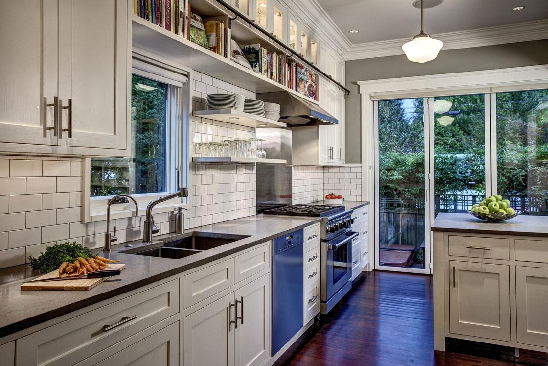 Дизайн кухни 20 кв м с панорамным окном