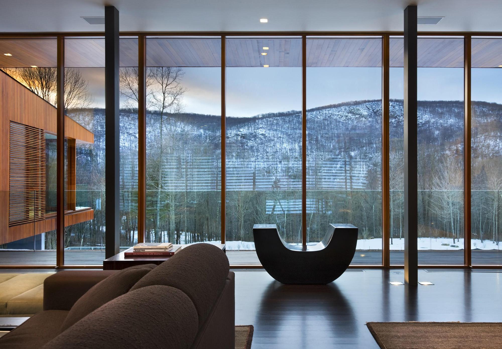 Панорамные окна в интерьере современного дома