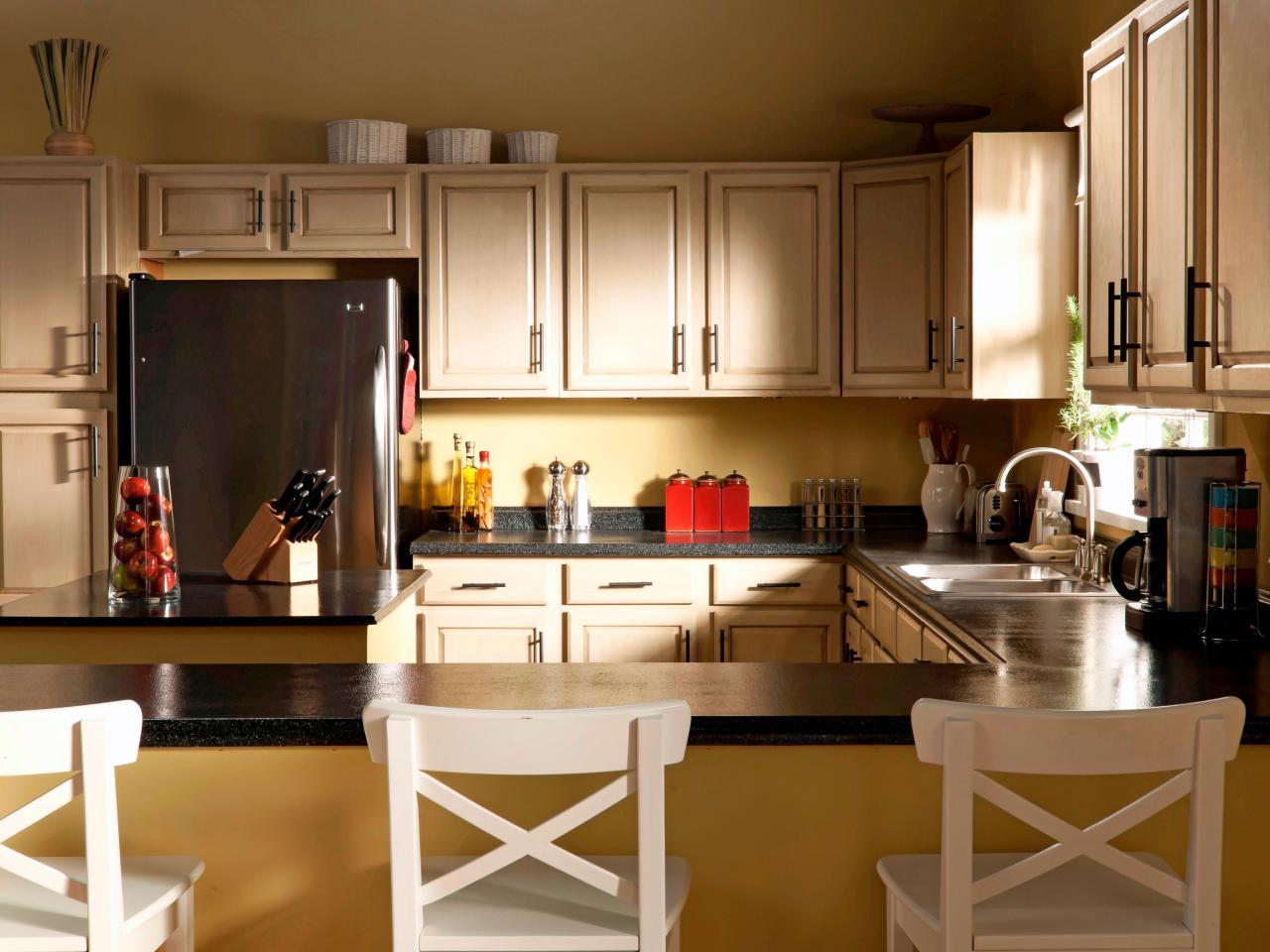 Кухня 14 кв. м с гарнитуром по периметру