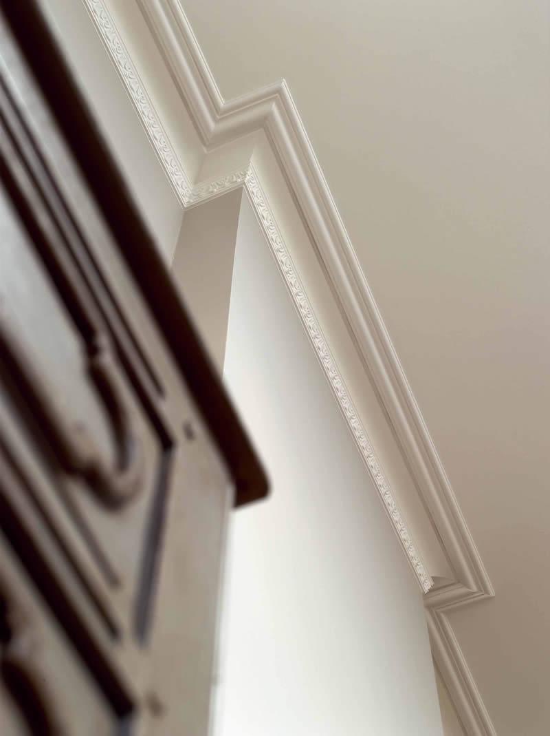 Декоративные плинтуса на потолок