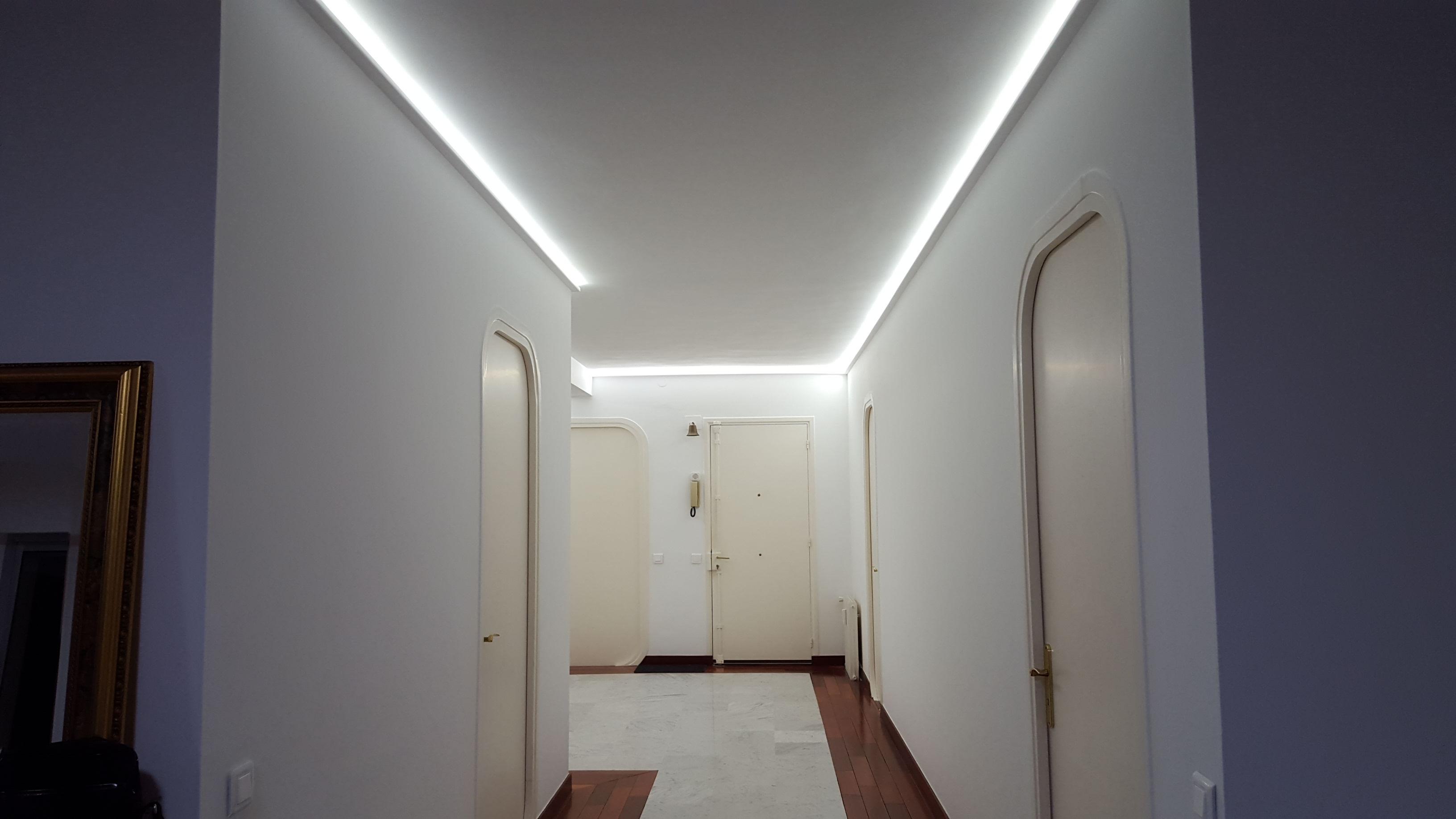 Плинтус на потолок с подсветкой