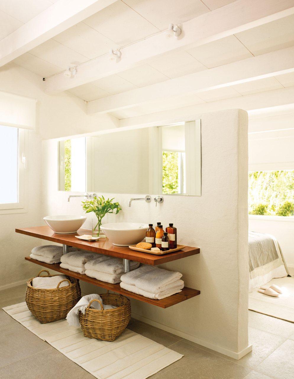 Полки подвесные в ванной