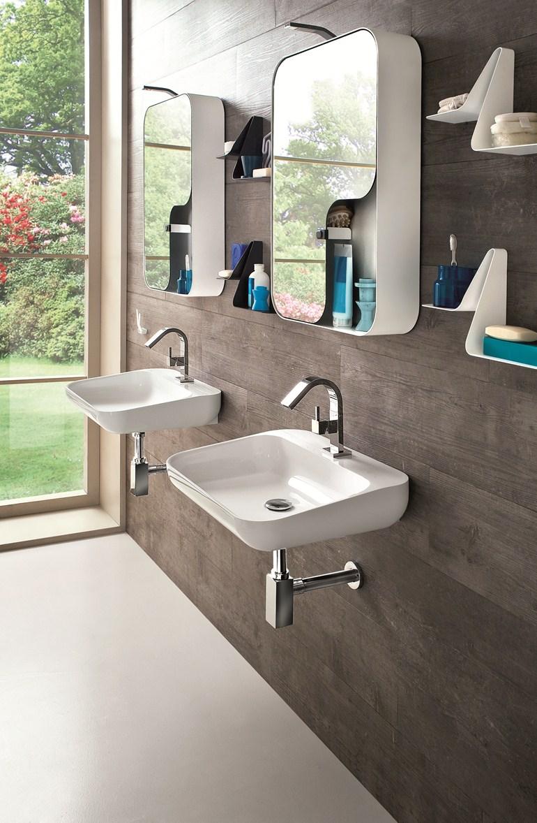 Красивые металлические настенные шкафчики с полками в ванной