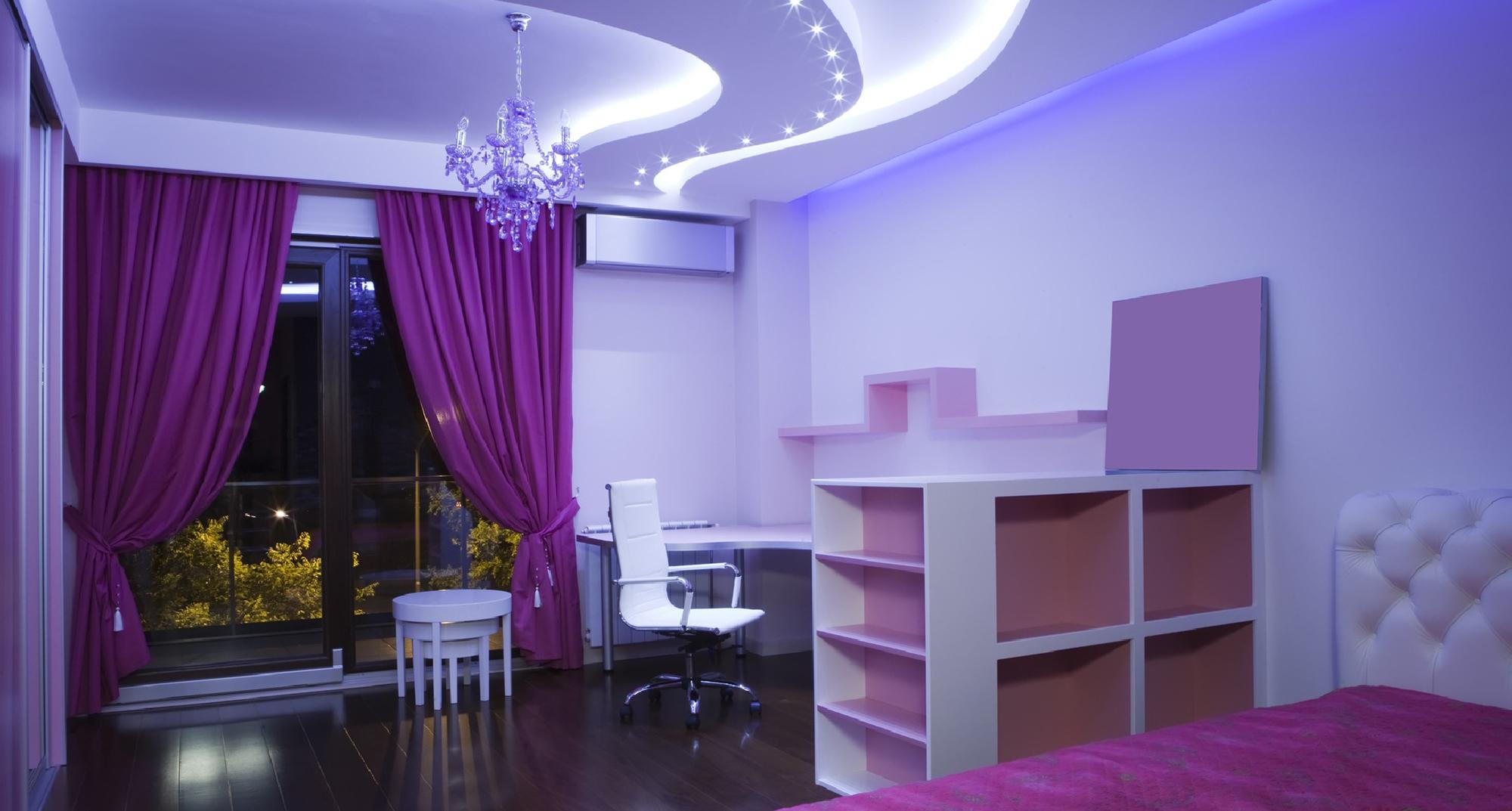 Красивый потолок в детской комнате