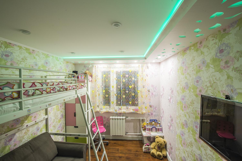 Двухуровневый потолок с подсветкой в детской