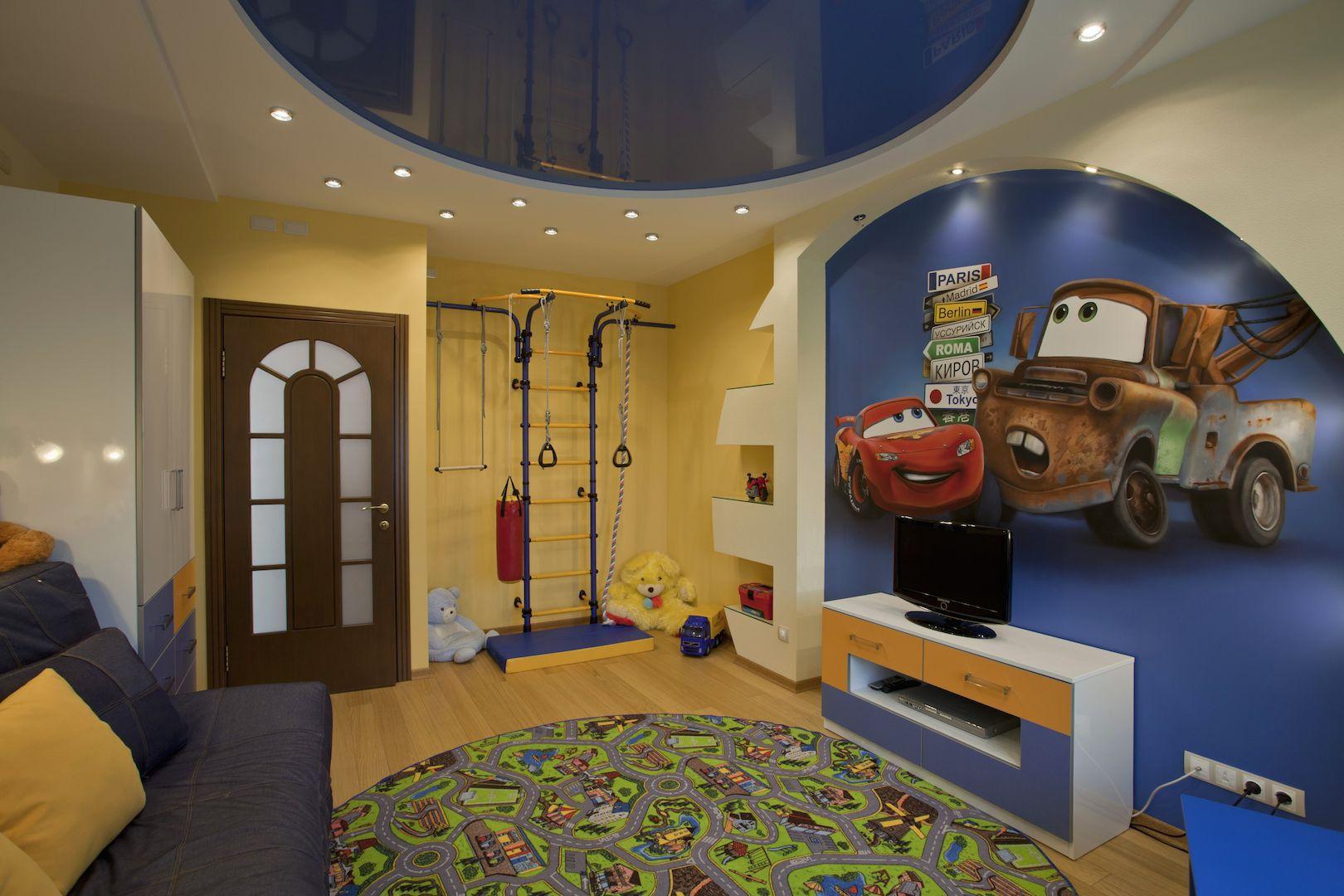 Двухуровневый бело-синий потолок в детской