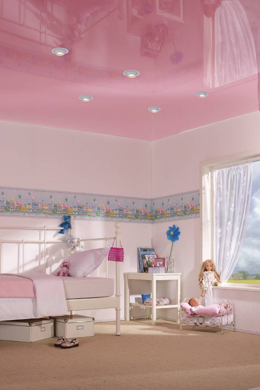 Натяжной розовый потолок в детской для девочки