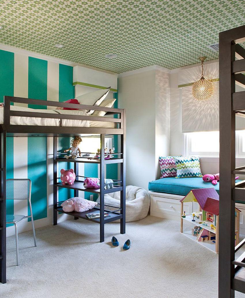Бело-зеленый потолок с принтом