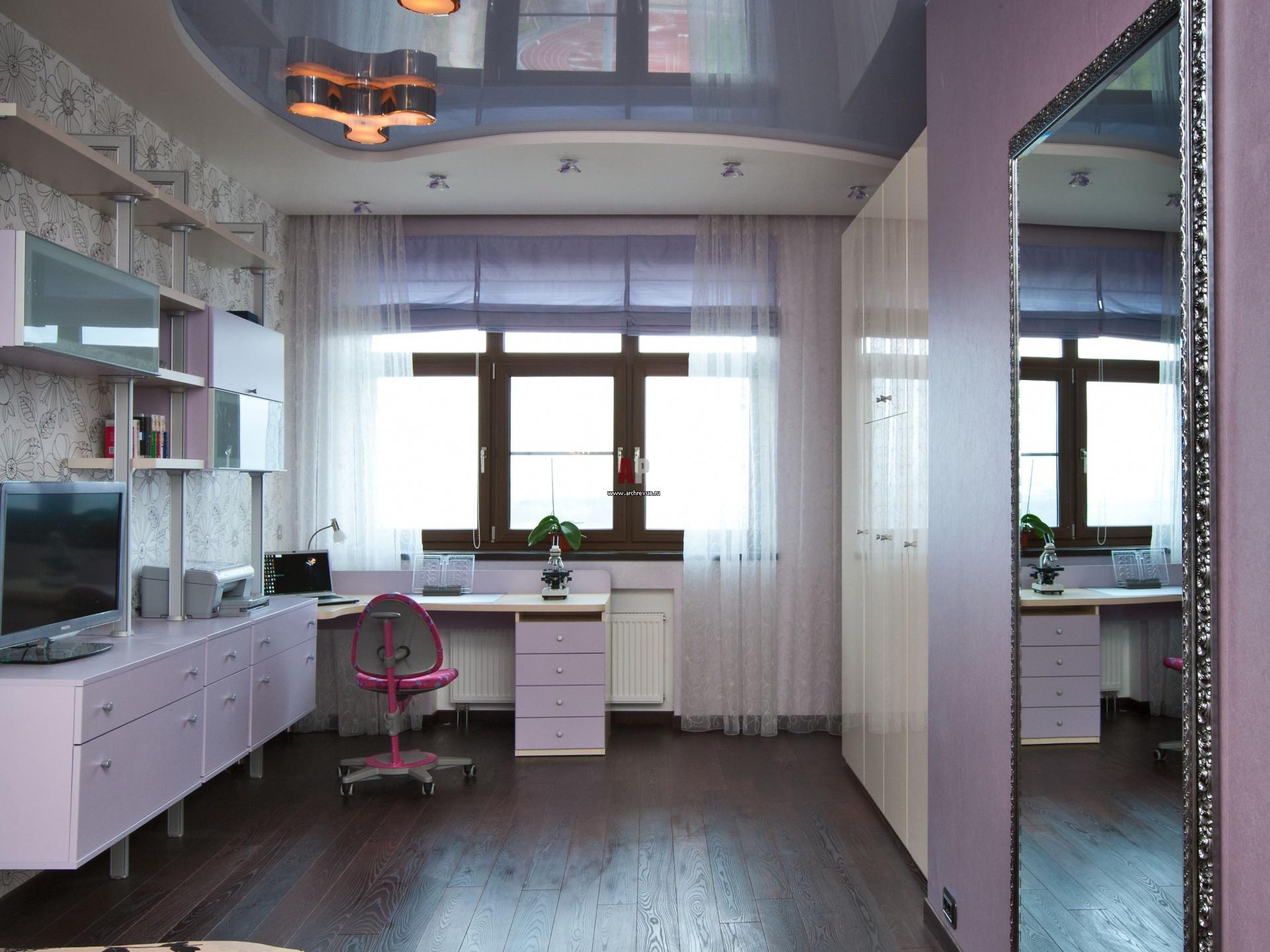 Двухуровневый сине-белый потолок в детской