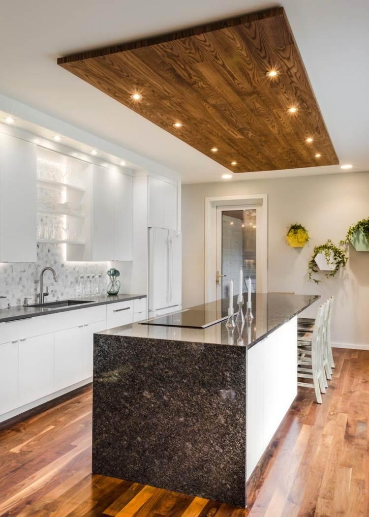 Дизайн кухни 20 кв м с декором на потолке