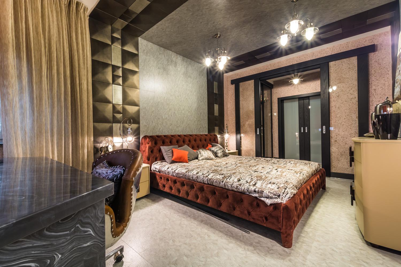 Пробковая стена в роскошной спальне