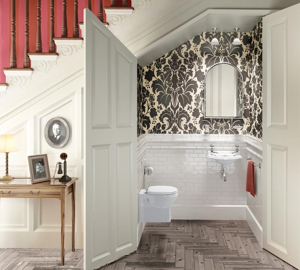 Ванная комната под лестницей в доме