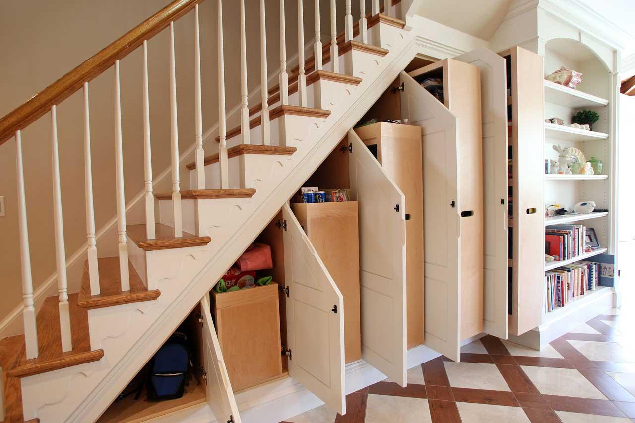 Выдвижные ящики для хранения под лестницей
