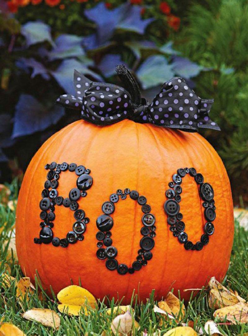 Декор тыквы пуговицами на хэллоуин