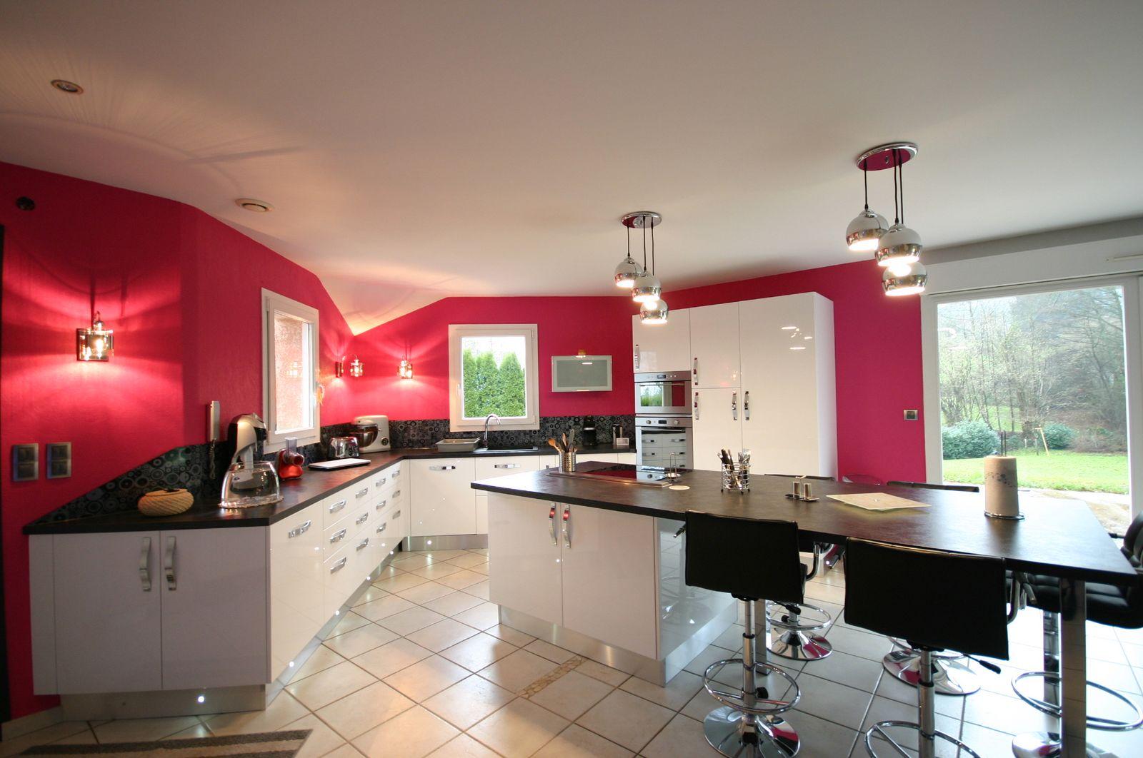 Дизайн кухни 20 кв м розовый