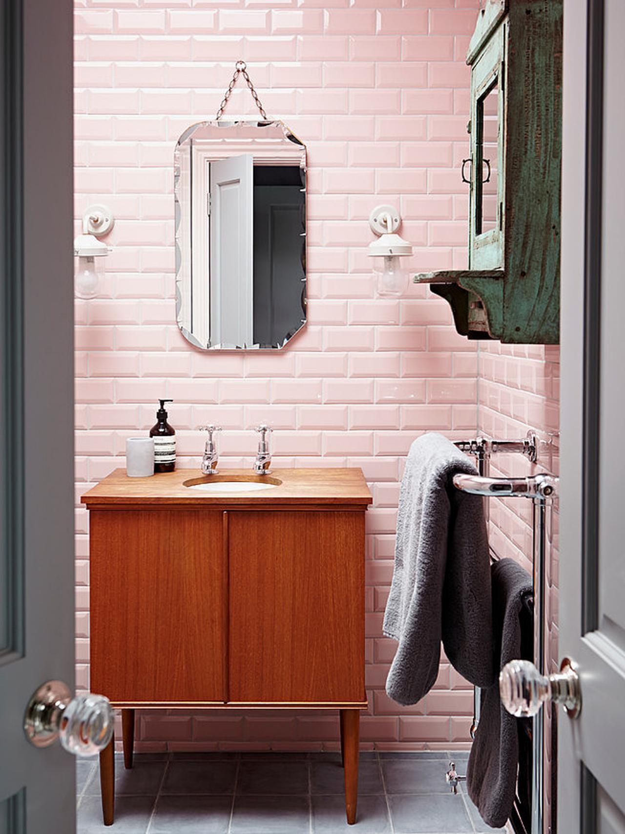 Ванная 9 кв. м розовая