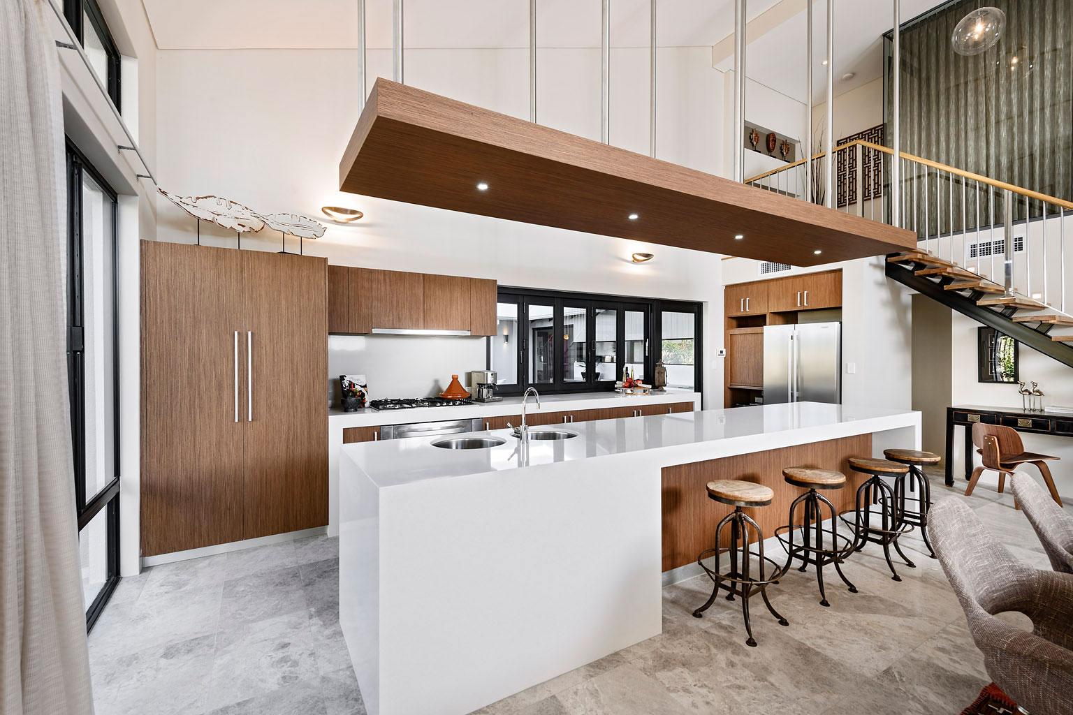 Дизайн кухни 20 кв м шпонированной