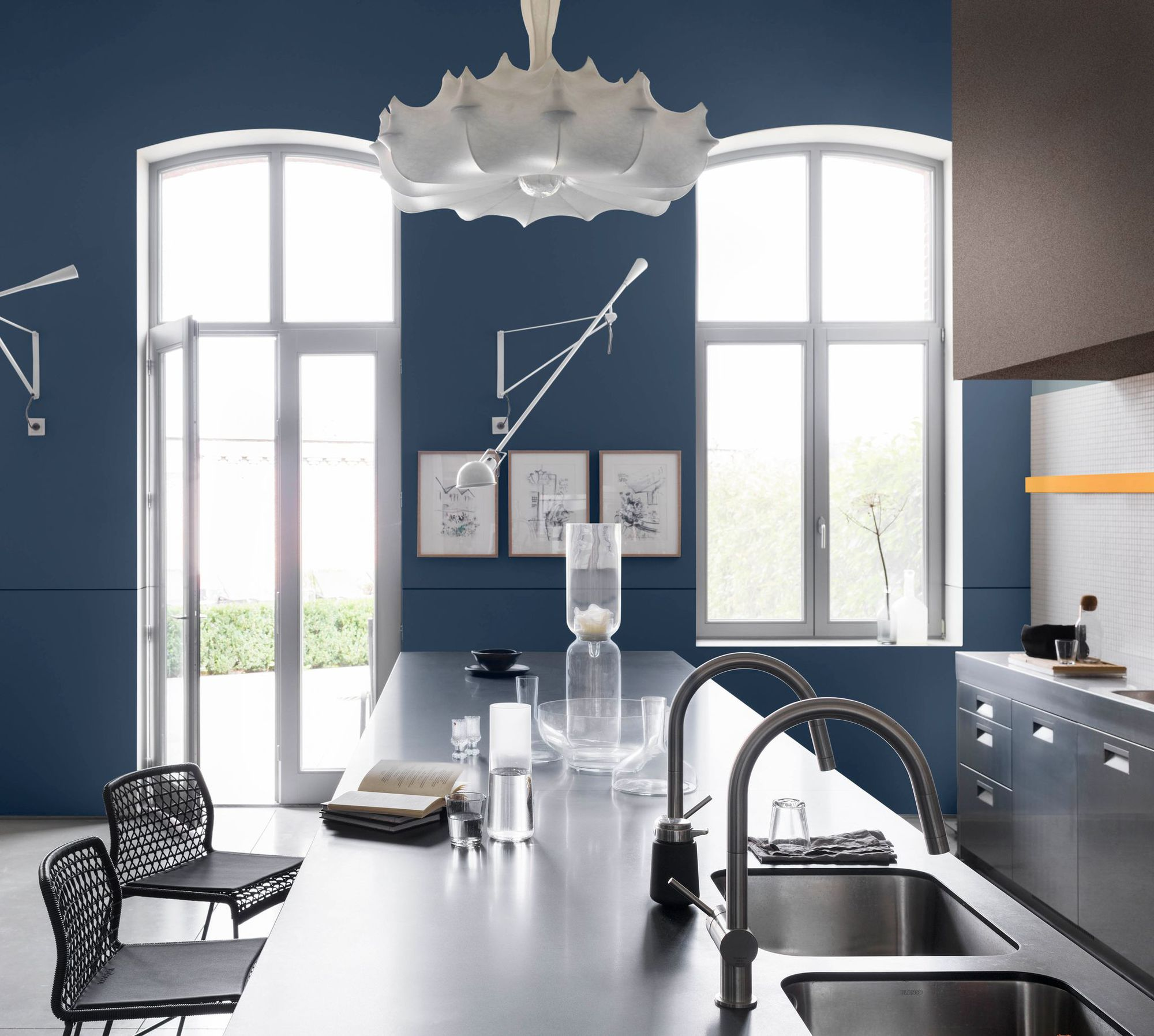 Дизайн кухни 20 кв м синий