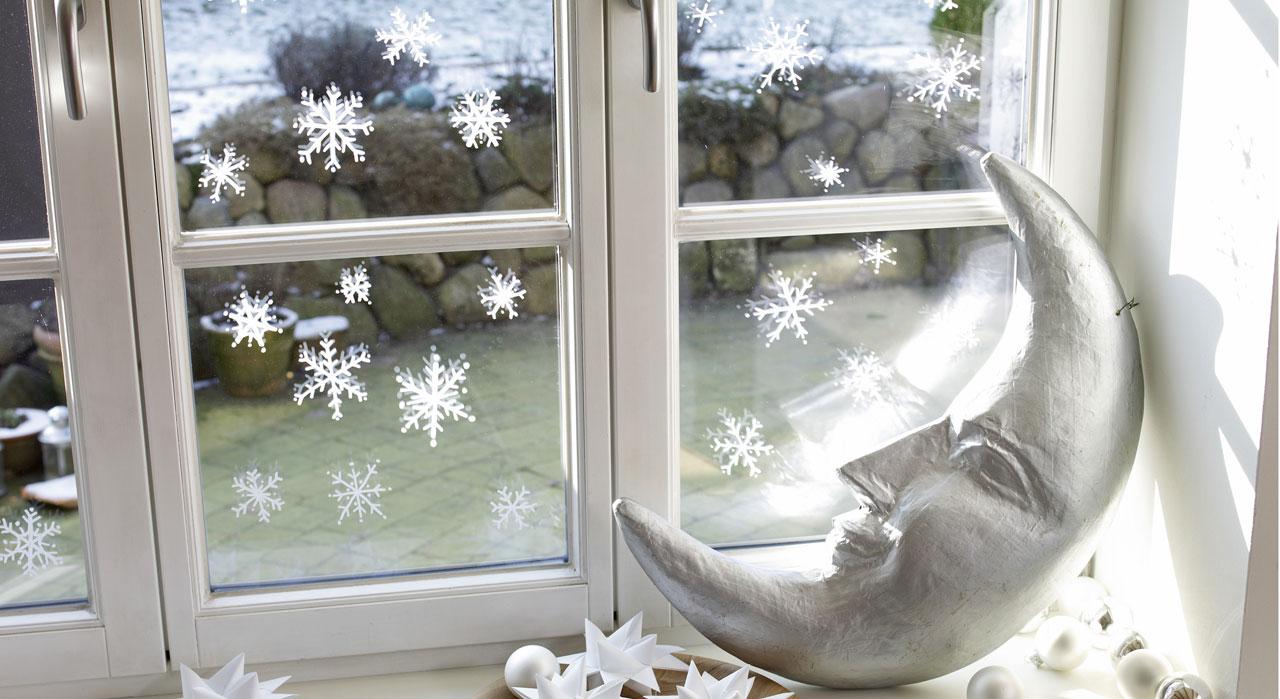 Украшение окон к новому году снежинками