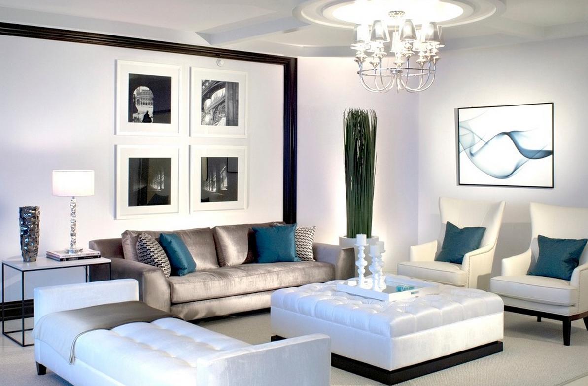 Подсвечники и вазы в гостиной
