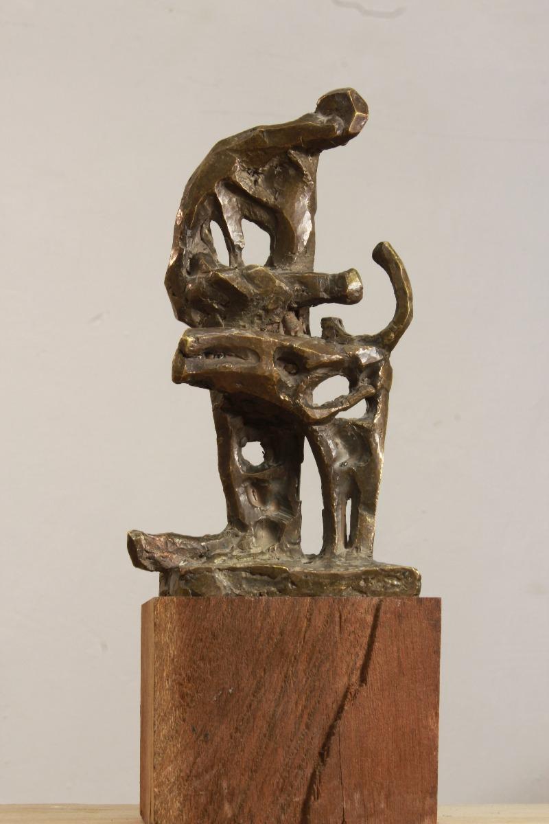 Необычная статуэтка из металла и дерева