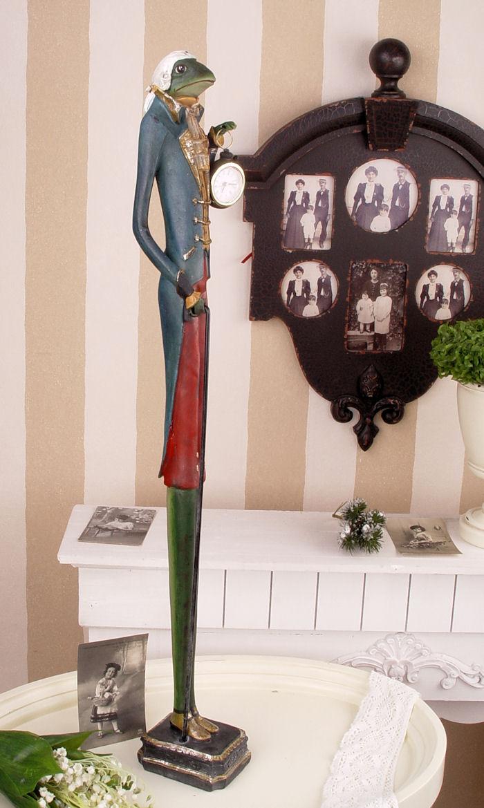 Высокая статуэтка лягушка