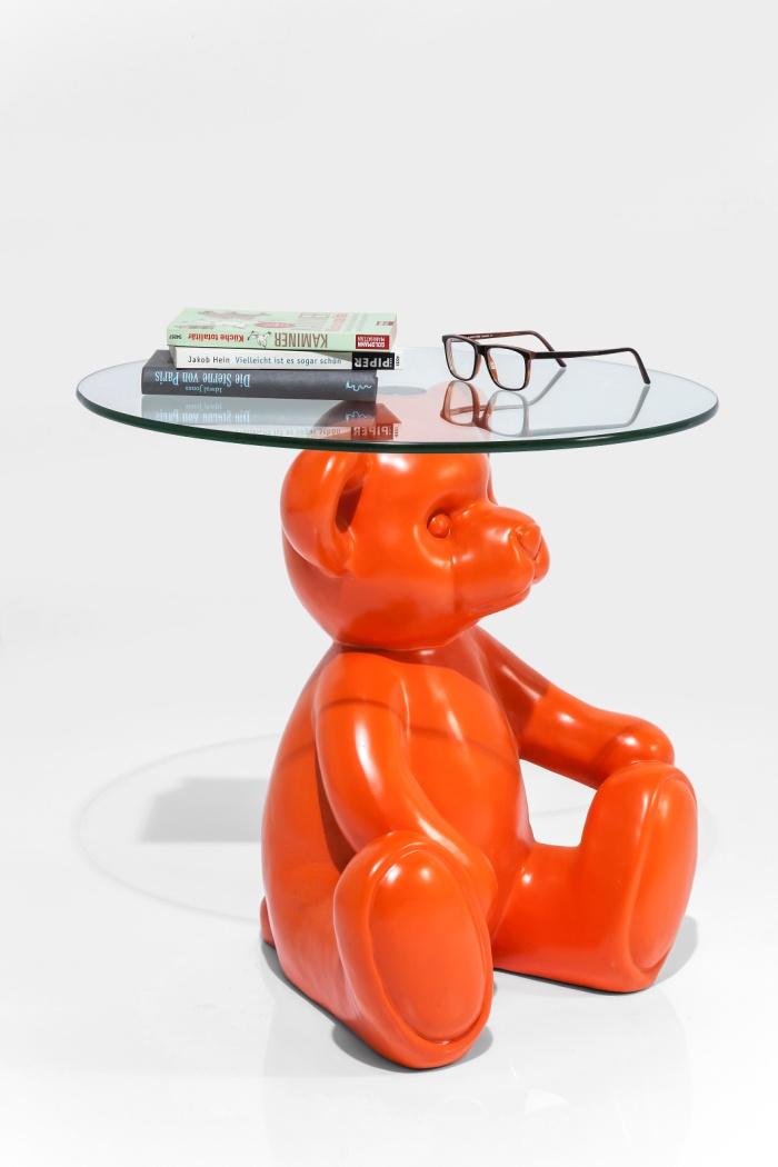 Оранжевый медведь - статуэтка и стол