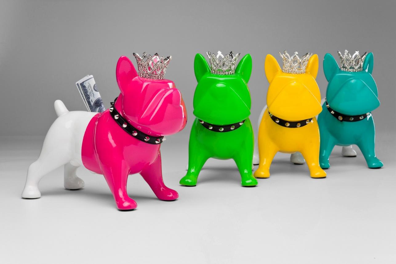 Разноцветные статуэтки собаки - копилки
