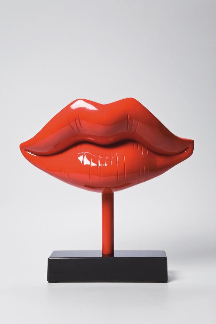 Красная статуэтка губы