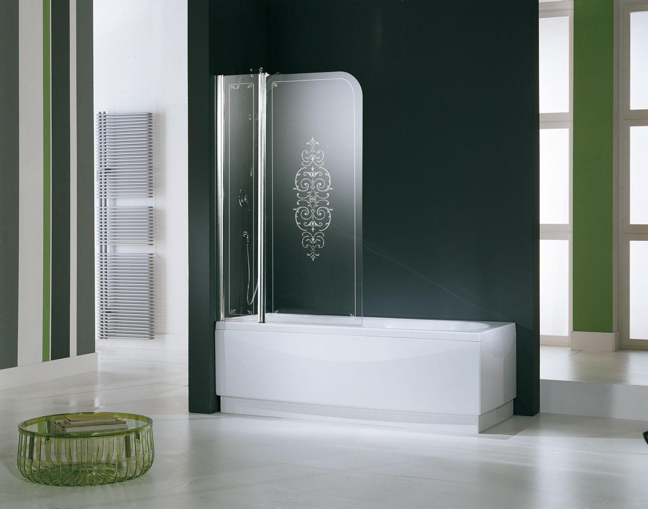 Гравировка на стеклянной шторке в ванной
