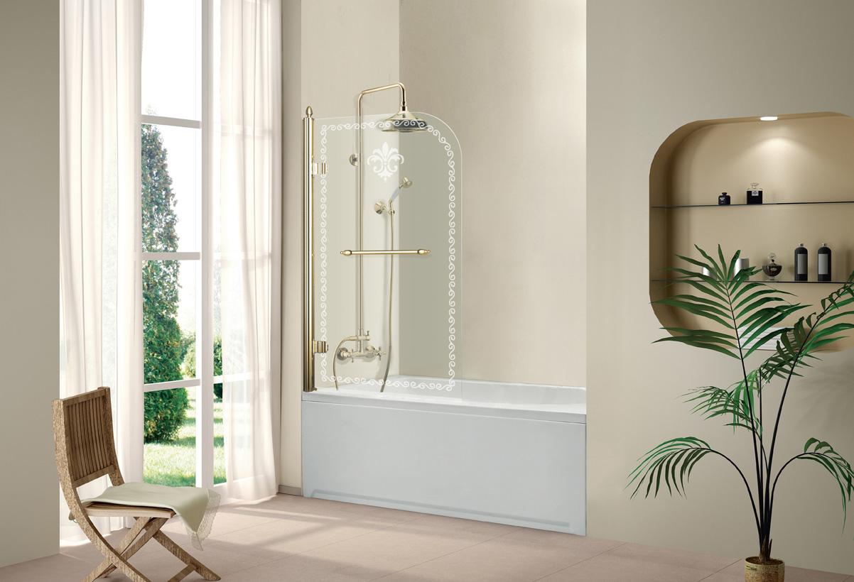 Красивые узоры на стеклянной шторке в ванной