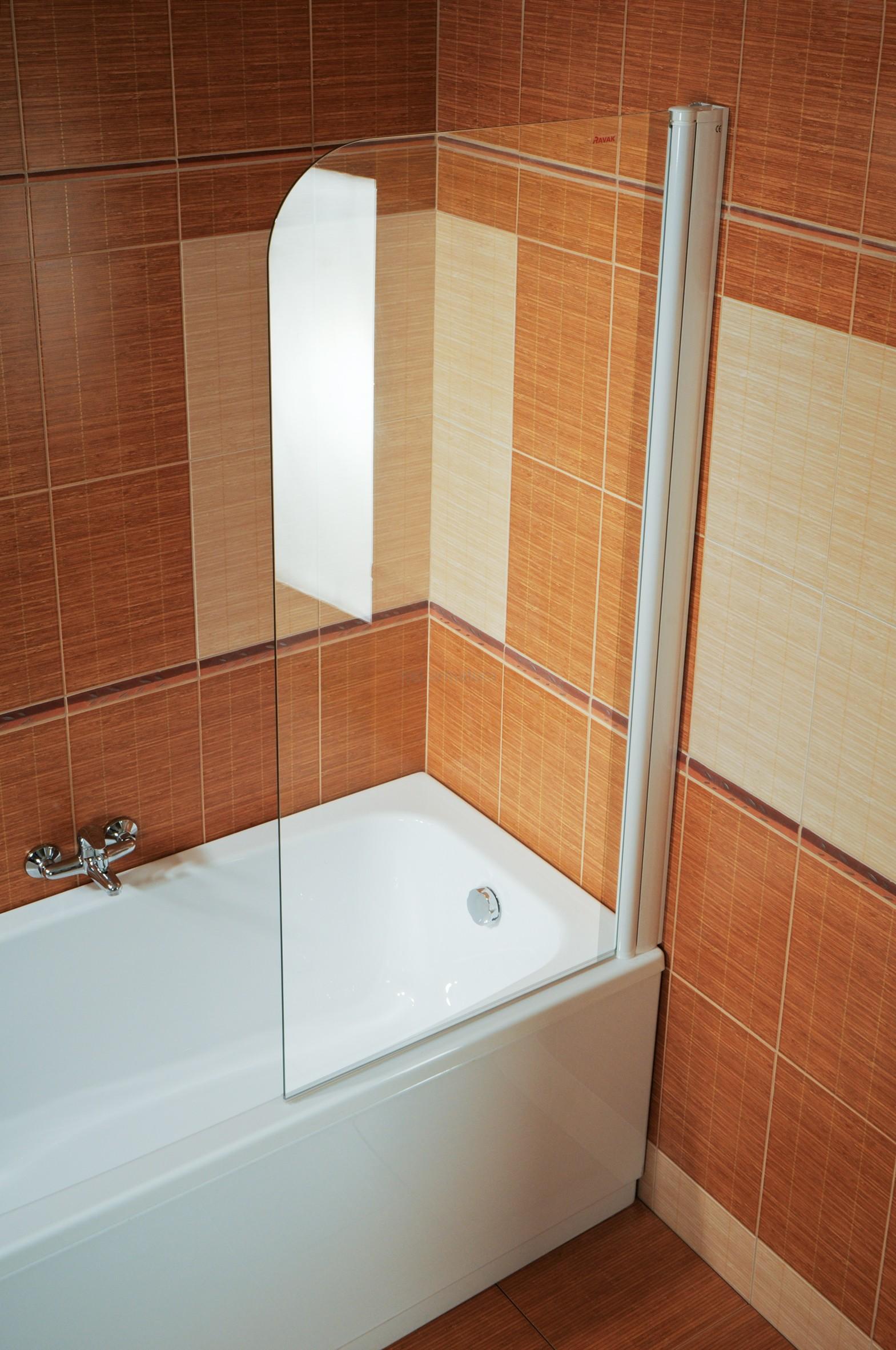 Шторка для ванной в бежево-оранжевой ванной