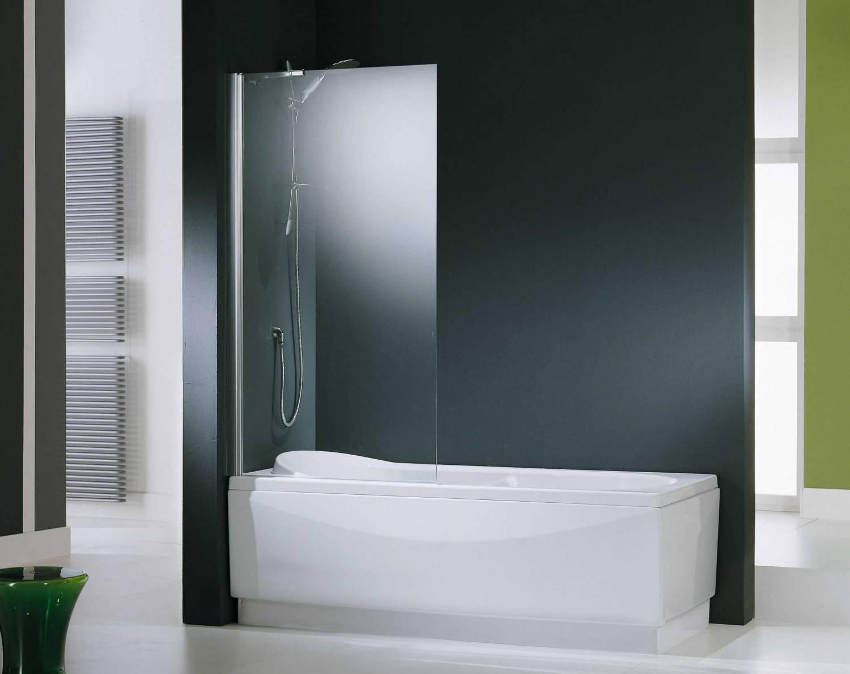 Стеклянная шторка в ванной с зелеными акцентами