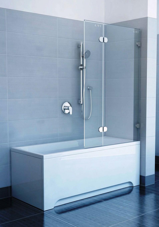 Шторка из стекла в черно-белой ванной
