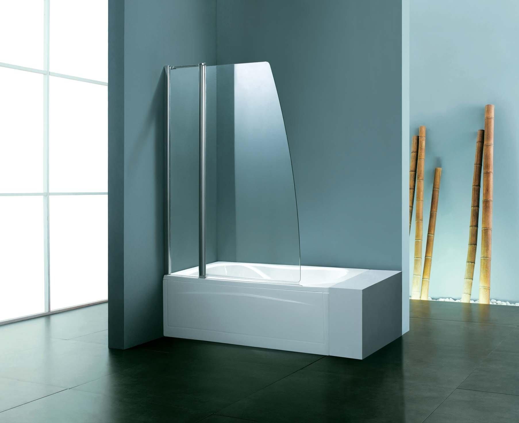 Стеклянная шторка в минималистичной ванной